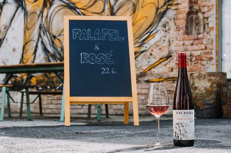 Zase spolu: Falafel & Rosé