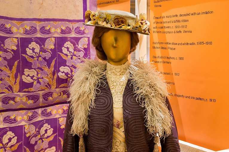 Eva Uchalová: Výstava Žena doby secese v roce 1976