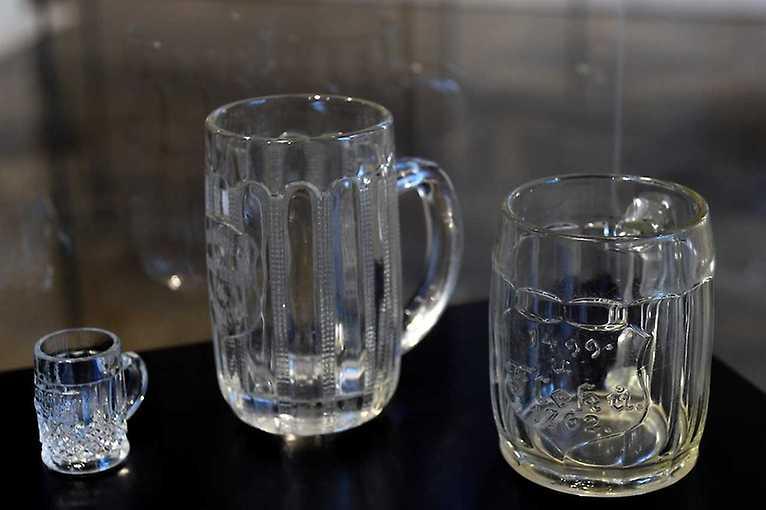 Holby a holbičky – lisované sklo Inwald