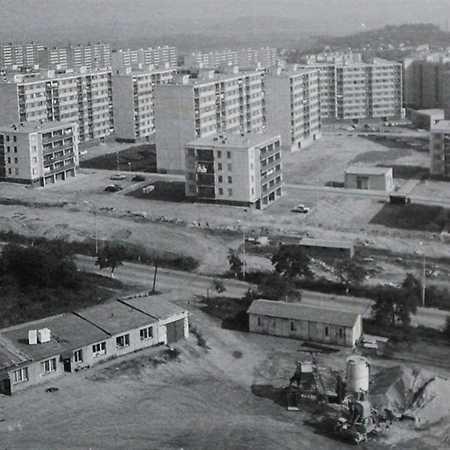 Po sametu: Sídliště před rokem 1989 i po něm
