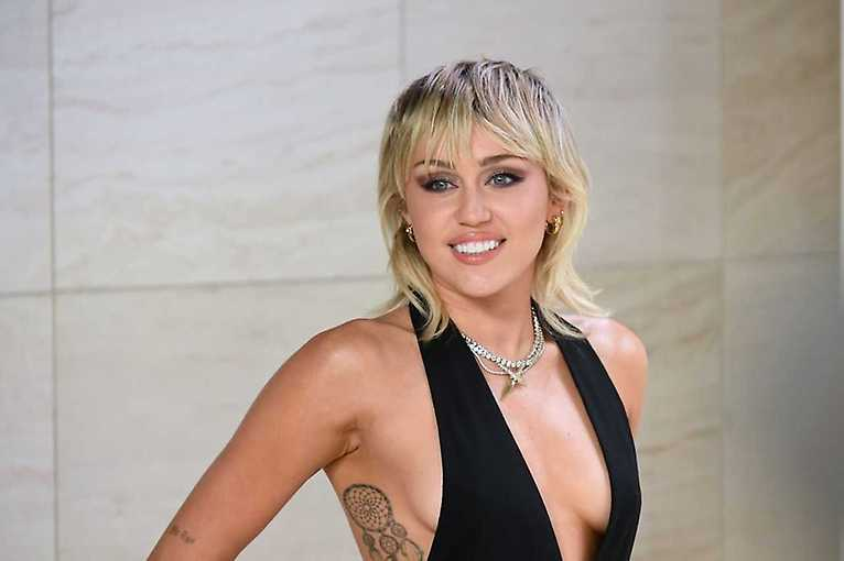 Miley Cyrus + Zoe Kravitz + Diplo + more