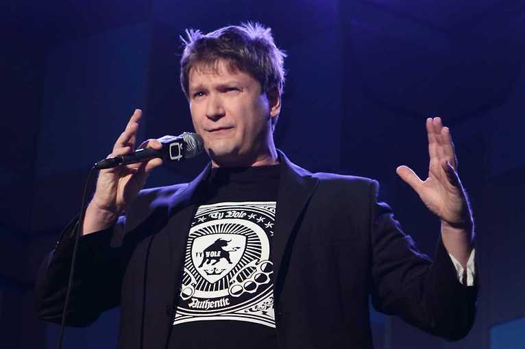 NaMikrofon – Stand-up jako Brno: Dominik Heřman Lev