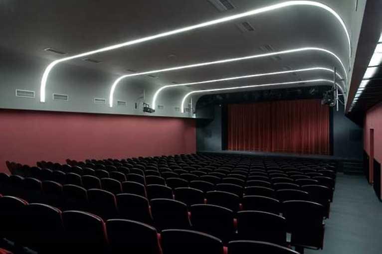Divadlo Scéna: Představení o ničem