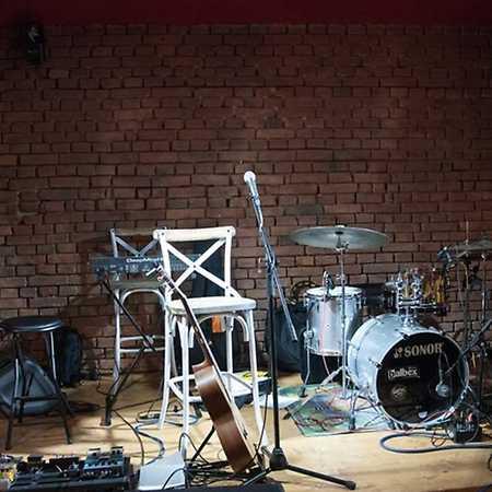 Vinyl Club & Cafe