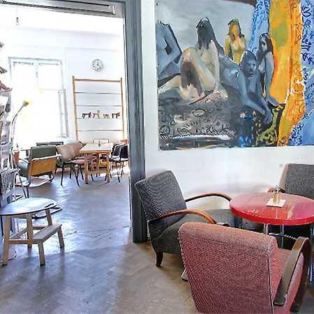 Kavárna a knihkupectví Portál