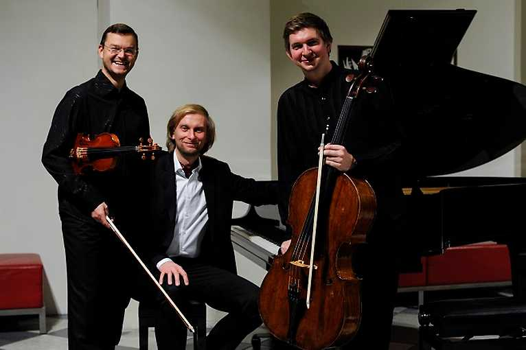 Dvořák Trio & Debussy