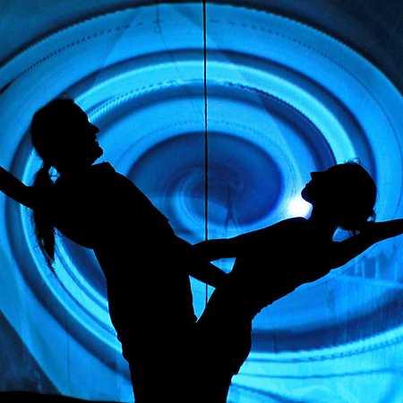 HILT – black light theatre