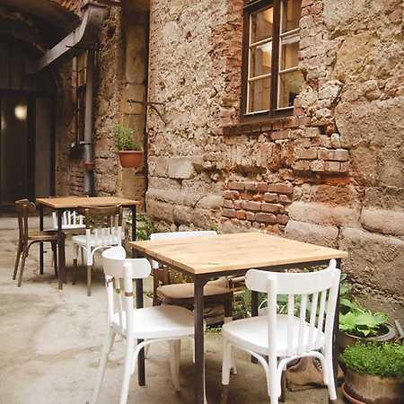 Schovaná kavárna