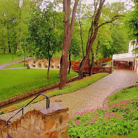 Zámecký park Dolní Počernice