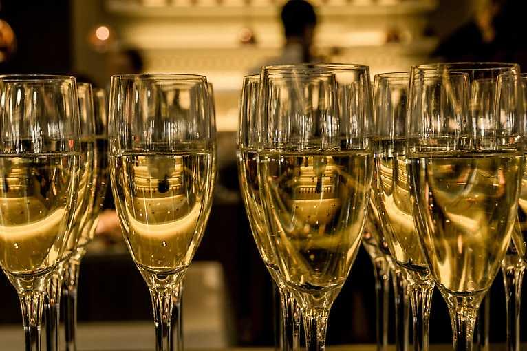 Komentovaná prohlídka divadla se sklenkou šampaňského