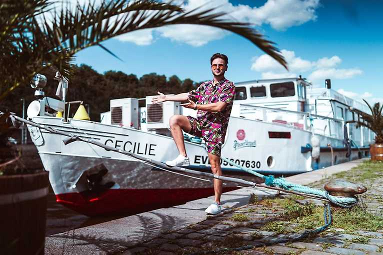 Party Boat Cecilie - Live Poetic Show on the river