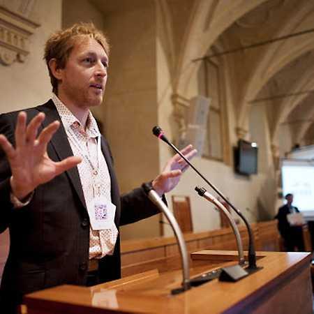 Mezinárodní symposium Demokracie v 21. století: Krize nebo příležitost?