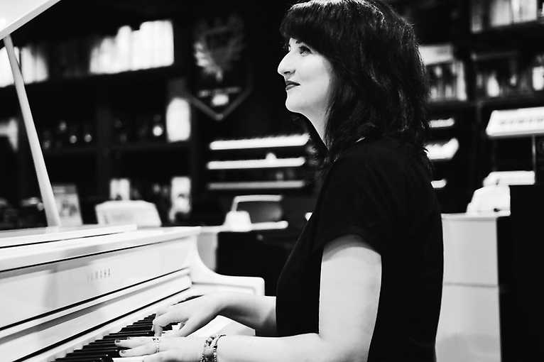 Jazz & Cocktail Piano Night: Lucia Radecká
