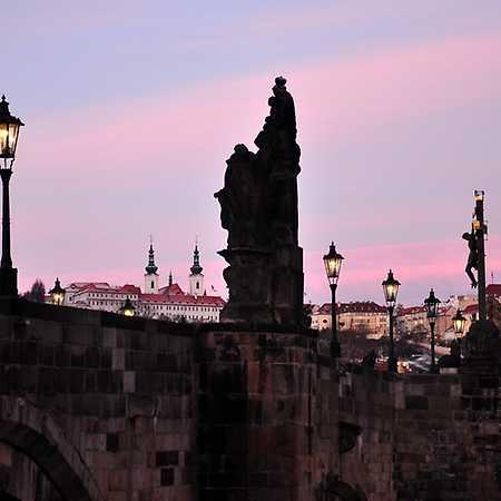Soumrak na Karlově mostě