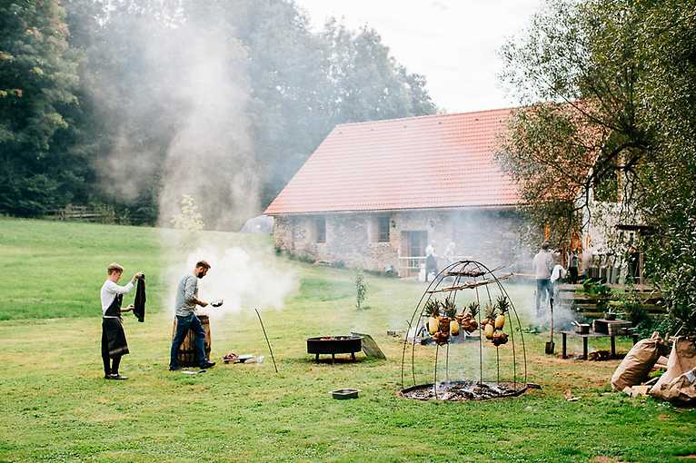 Nášup: Brasileiro vaří venku