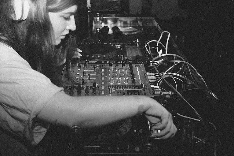 Dušičky on Demand: Andrea + DJ Lednicka + DLKT