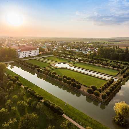 Zahrady zámku Holešov