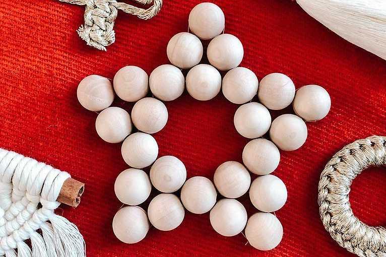 Dekoracje choinkowe wykonywane sztuką makramy