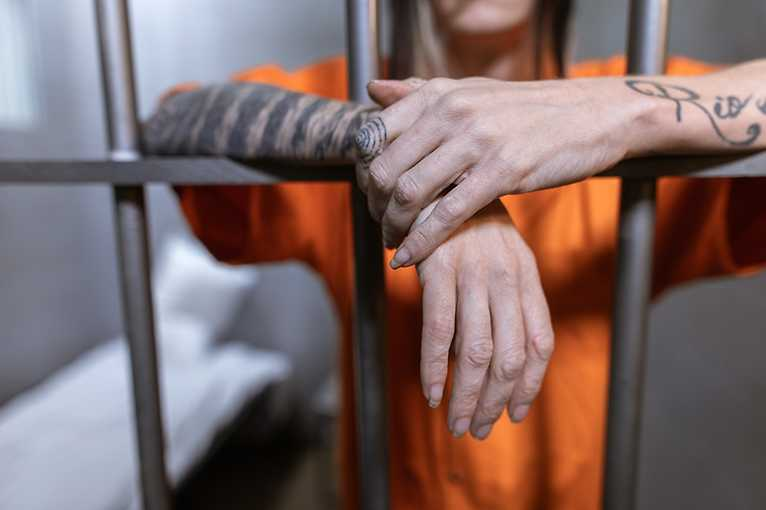 Soutěž detektivů online: Útěk z vězení Darkwood!