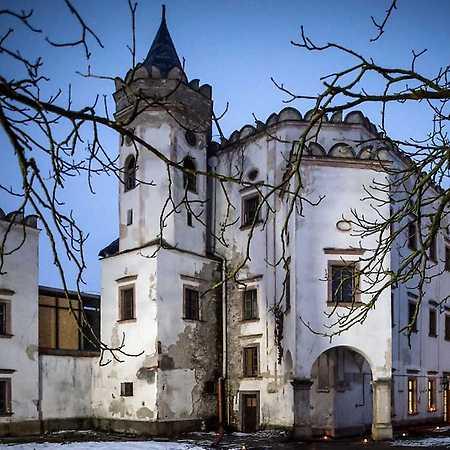 Kaštieľ Moravany nad Váhom