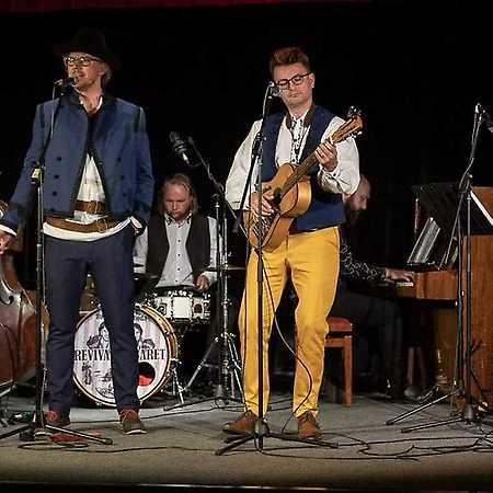 Dubnička Lahoda revival kabaret