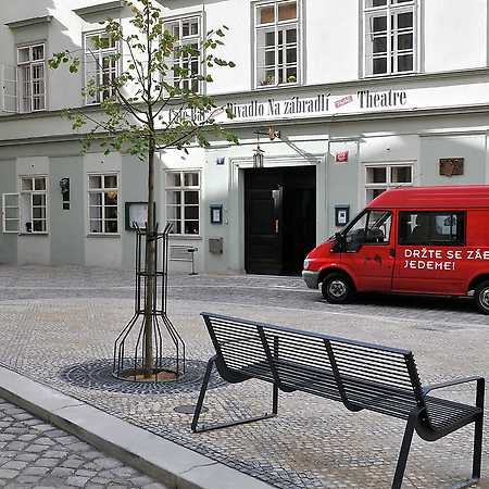 Na zábradlí Theatre