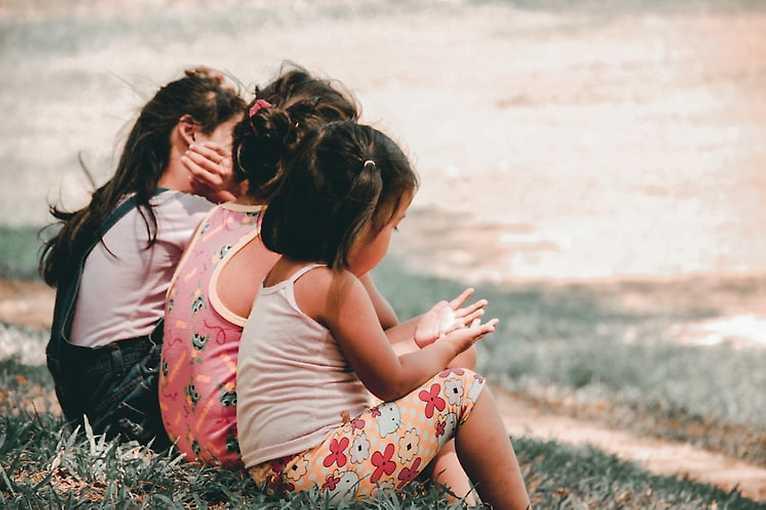 Pipinky a pindíci aneb Jak (ne)mluvit s dětmi o těle a intimitě