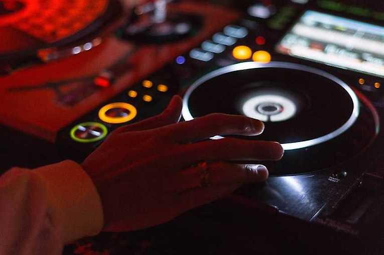 G'oldies: největší hity 80. a 90. let s DJ Nesquick