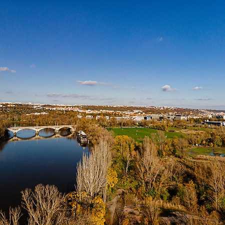 Rohanský ostrov: Řeka ve městě