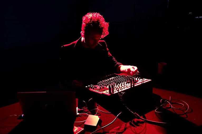 Mikrozvuk #17: Jacob Kirkegaard (Opus Mors)