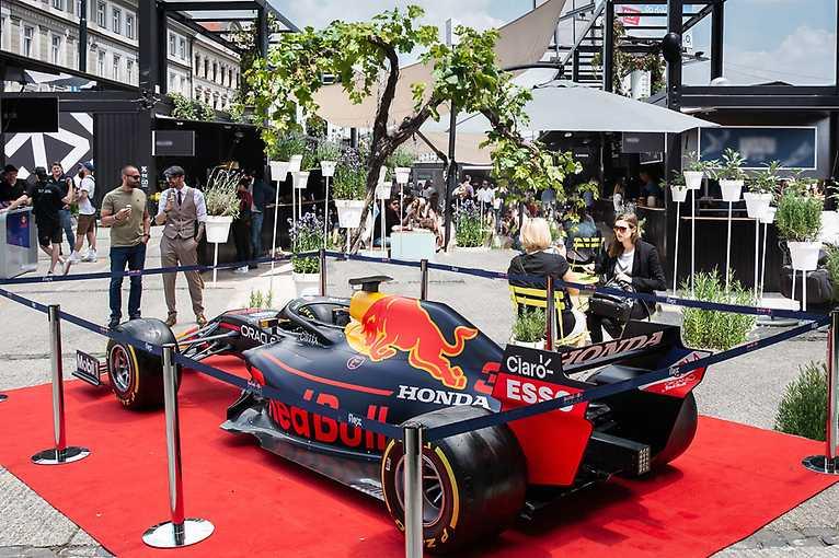 F1 v Manifestu