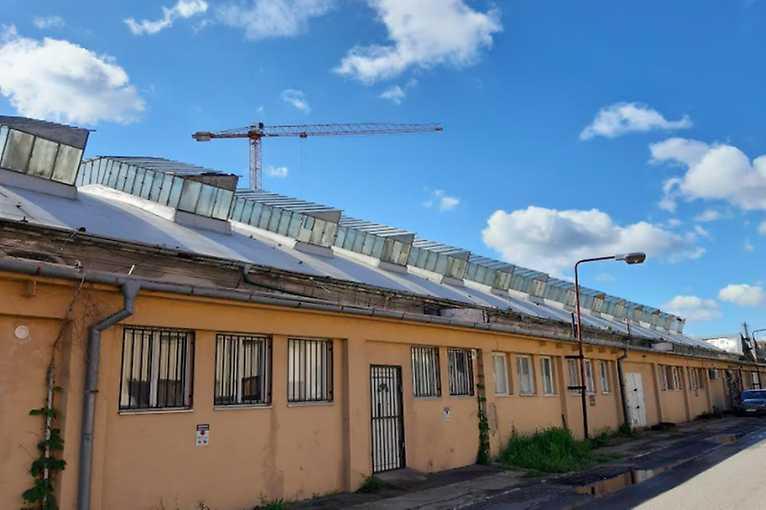 Rande s mestom: Drsná industriálna romantika starej smaltovne
