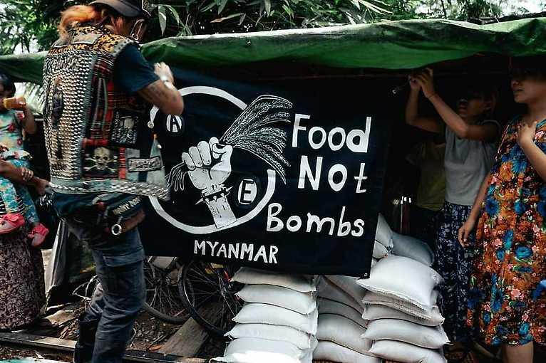 Benefiční koncert pro Food Not Bombs Myanmar