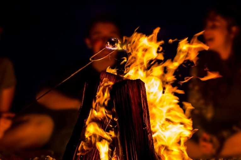 Vyprávění příběhů u ohně
