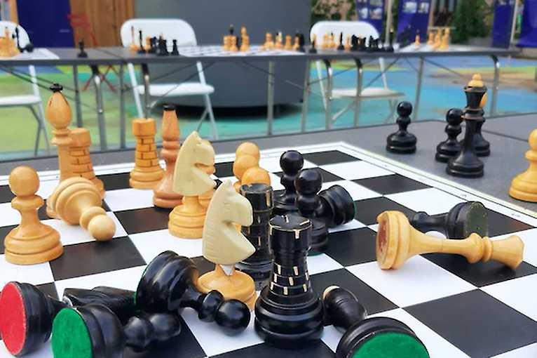 Piatkové šachové popoludnia: Dámsky gambit v Bratislave