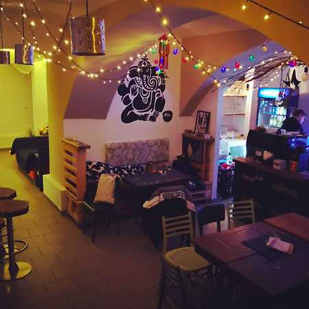 Dety's Bar